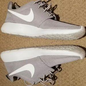 Nike Shoes - Nike Men's Roche One Wolf Gray Running Shoes